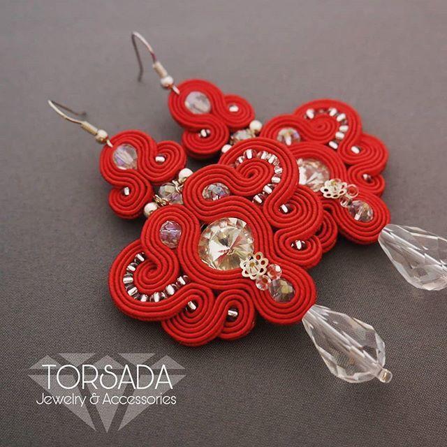 INSTA @torsada_com 💛 Soutache earrings. Czym się zajmuję? ⭐Tworzę i wymyślam, projektuję i dobieram ! :) 💕Rozwijam swoją pasję jaką jest kreowanie biżuterii, misterne sploty sutaszu, kolorowe kolczyki, biżuteria ślubna, ozdoby do włosów i wiele więcej... . .