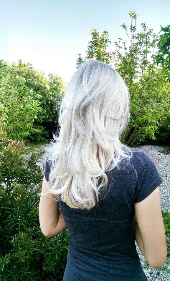 Ice blonde, layered hair. Cap & highlight then use Wella T18 toner. @courtnakova