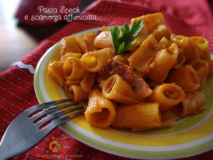 Pasta Speck e scamorza affumicata. Il connubio Speck e scamorza è veramente buono, specialmente se lo Speck è quello originario e prodotto in Alto Adige ...