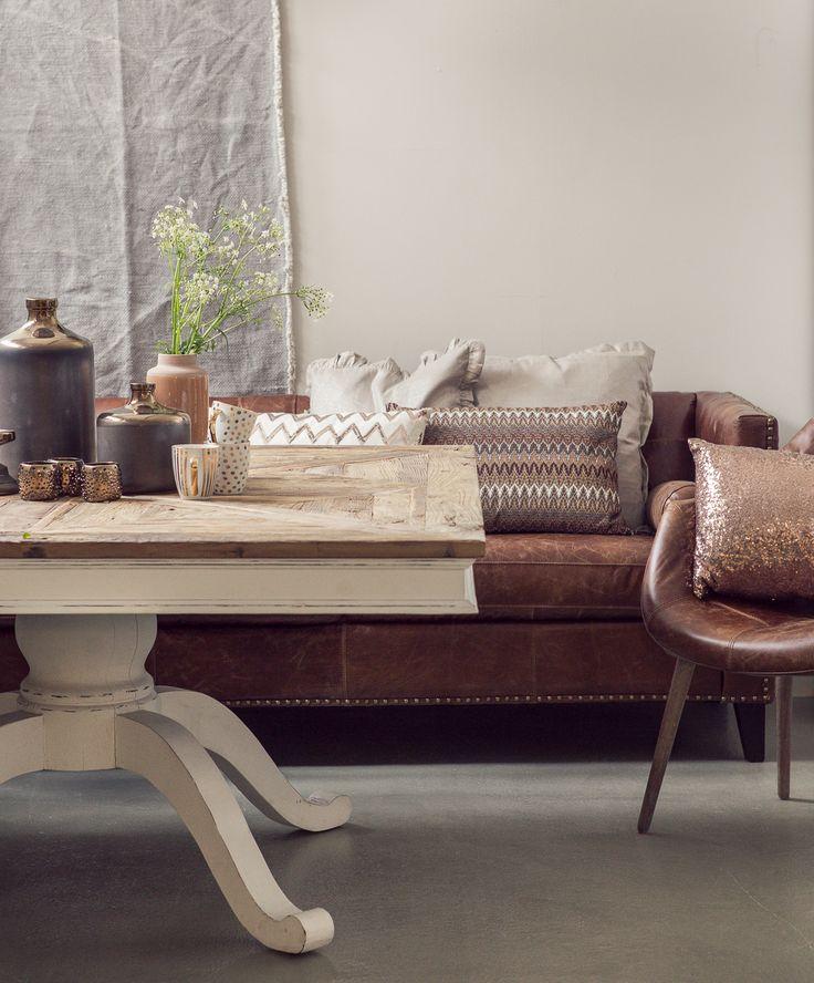 Vår nye stilige sofa / spisesofa i vintage skinn og bord med resirkulert materiale. Rustikt, vintage og stilig.
