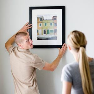 How to hang a picture properlyHanging Pictures, Decor Ideas, Hanging Pics, Pictures Hanging, Hanging Straight, Home Decor, Popular Mechanics, Proper Hanging, Pictures Straight