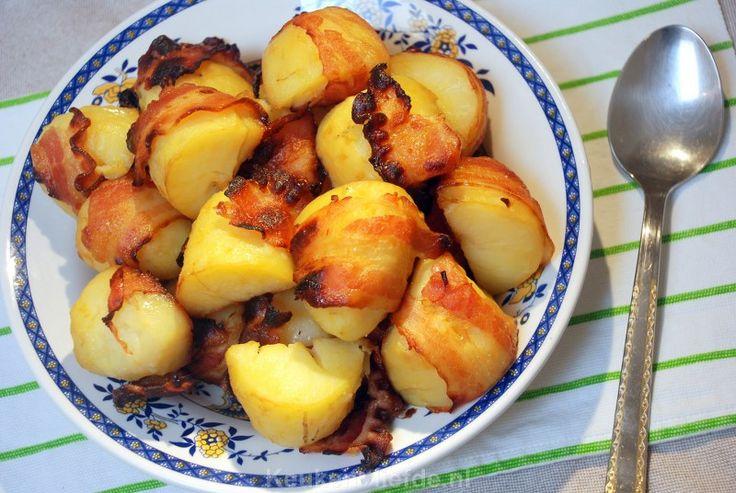 Eet je aardappels eens op een andere manier dan gekookt en maak deze heerlijke aardappels met spek uit de oven. Je kunt ze prima van tevoren al maken, zodat je ze op het laatste moment alleen maar in de oven hoeft te schuiven.