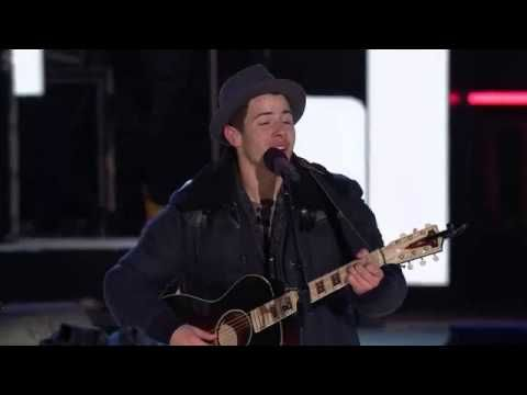 Nick Jonas And Shawn Mendes Duet - Lean on Me They both have beautiful voices.