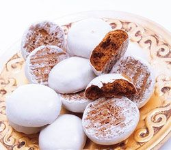 "Burnt sugar ""puszedli"" - traditional Hungarian Christmas cookies."