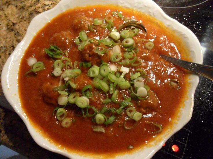 Recept gehaktballetjes in tomatensaus en courgette tomaten torentjes