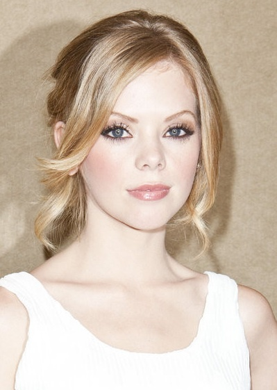Dreama Walker. Her hair and makeup always look so amazing on her new show.