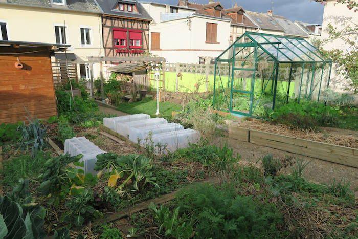 Les 25 meilleures id es concernant petite serre sur pinterest id es serre mini serre et serre - Petit jardin urbain nice ...