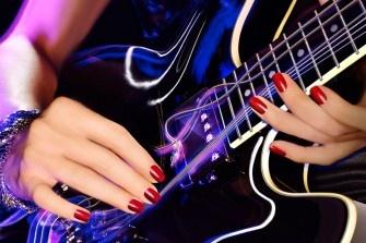 Schöne Nägel sind ein absolutes Muss! Damit Sie Ihre Nägel ganz bequem zu Hause profimäßig pflegen können, verlosen wir drei tolle Gel-Lack-Stationen. Zusätzlich gibt es einen Ipod Nano in coolem Blau zu gewinnen.