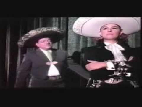 """LUCHA VILLA Y JOSE ALFREDO JIMENEZ EN EL ESTADIO AZTECA ACTUANDO Y CANTANDO """"PA'TODO EL AÑO"""", CON EL ACOMPAÑAMIENTO DEL MARIACHI MEXICO DE PEPE VILLA."""