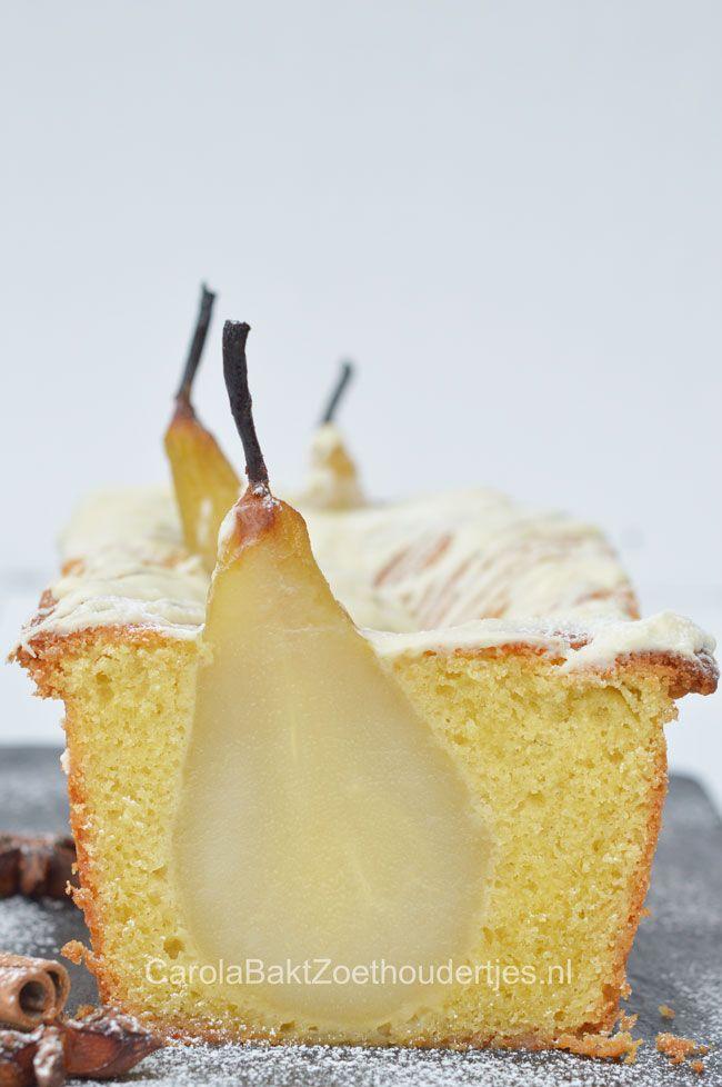 Kardemom cake met hele peer, Cardamom cake with pears and white chocolate. Wat een heerlijke cake. Kardemom? Ja, het is een van de ingrediënten van speculaaskruiden. Een elegante cake en erg lekker. Kardemom cake met peren - Carola Bakt Zoethoudertjes