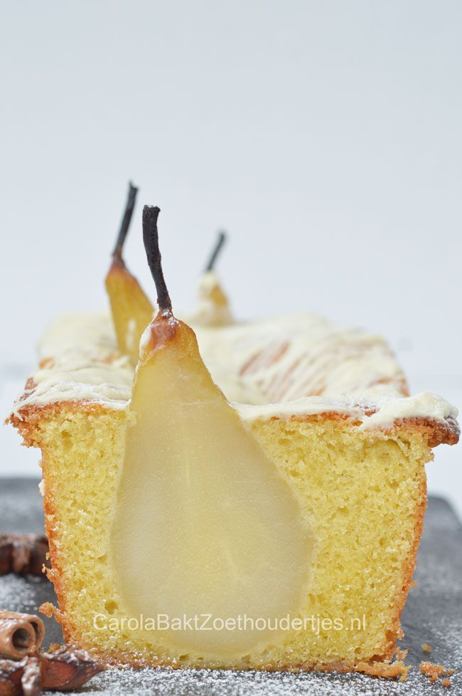 Kardemom cake met hele peer, Cardamom cake with pears and white chocolate. Wat…