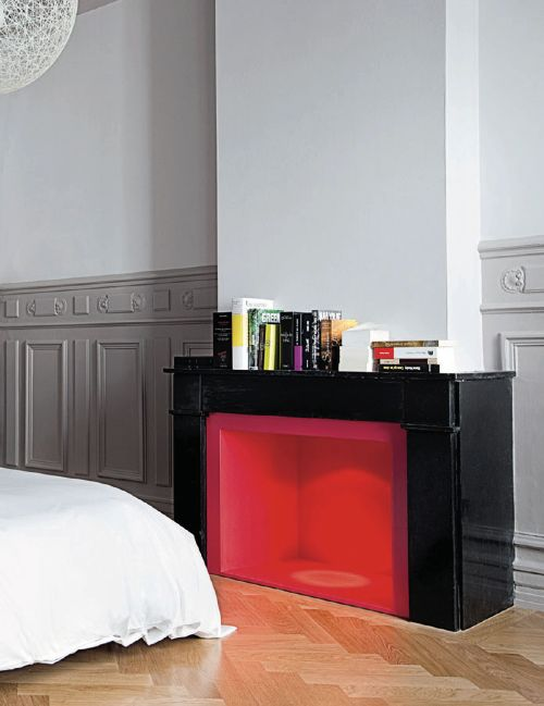 Red -★- fireplace