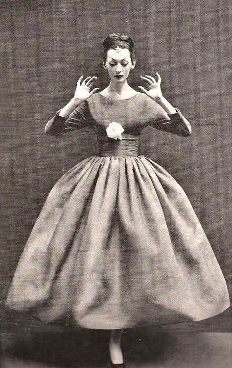 Dovima wearing a dress by Balenciaga for Harper's Bazaar, October 1955. Photo by Richard Avedon.