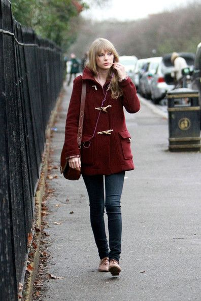 Taylor Swift Skinny Jeans - Taylor Swift kept a low profile at the zoo in a maroon toggle coat and skinny jeans.
