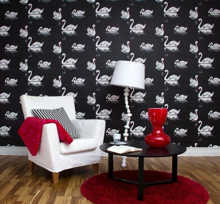 by Lindholmin mustavalkoinen Swan-tapetti on osa ruotsalaisen Jenny Lindholmin suunnittelemaa graafista Inspired-tapettimallistoa.