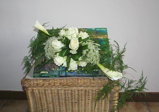 Bloemschikken in herbruikbaar frame van simply garlands met mooie bloemen - witte bloemen in bloemstuk verwerken