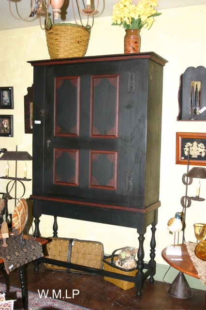 .love this old cabinet.