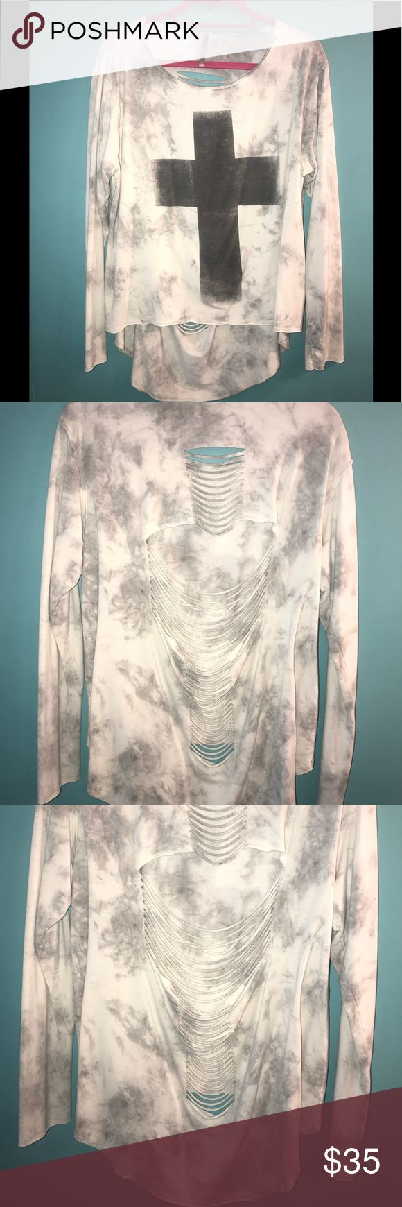 EUC MONO B Anthropologie Gray Cross Large COMFY EUC MONO B Anthropologie Long Sleeve Soft Gray Cross SZ Large SOFT FAST SHIP! Smoke free pet free home! Arm pit to armpit measures across at 21 inches and length is 30 inches. K/ c1 Mono B Sweaters Crew & Scoop Necks