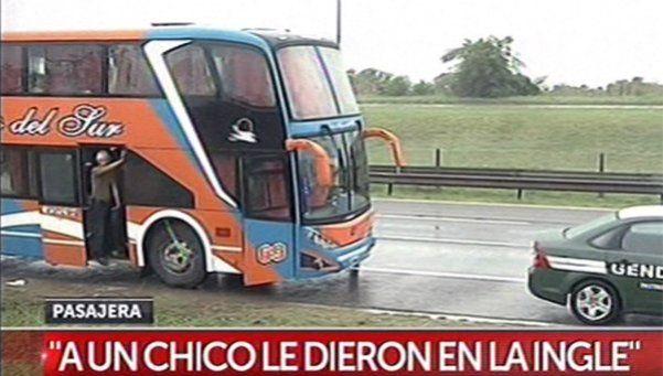 Salvaje asalto a un micro en Campana: al menos 3 heridos. Una banda de delincuentes, robó manoseó y golpeó a unos 40 pasajeros que viajaban de Chaco a Buenos Aires. Un joven recibió un tiro en la ingle, una mujer sufrió un fuerte golpe en la cabeza y una chica embarazada perdió su bebé. http://www.diariopopular.com.ar/c182062