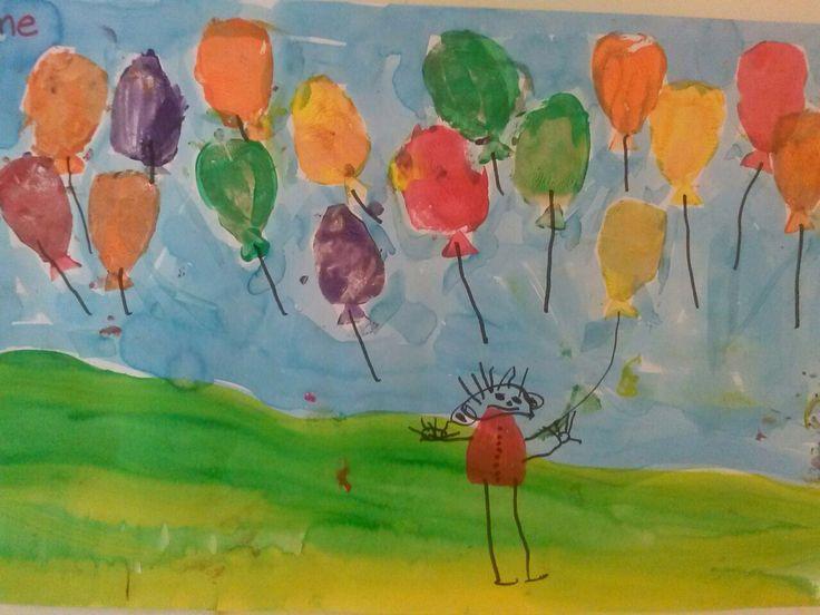 Feestballonnen en lijf stempelen met aardappel, waterverf lucht en gras @ Storkschool