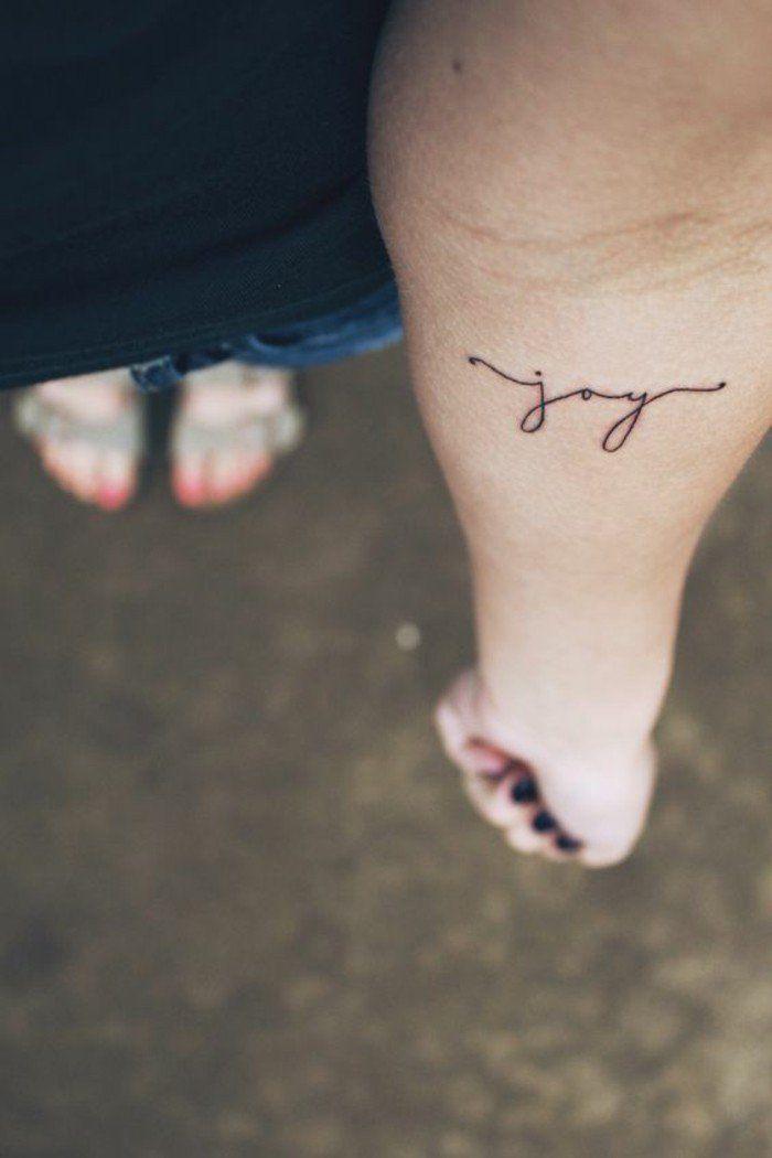 tatouage ecriture femme, tatouage minimaliste femme, comment choisir le bon tatouage minimaliste