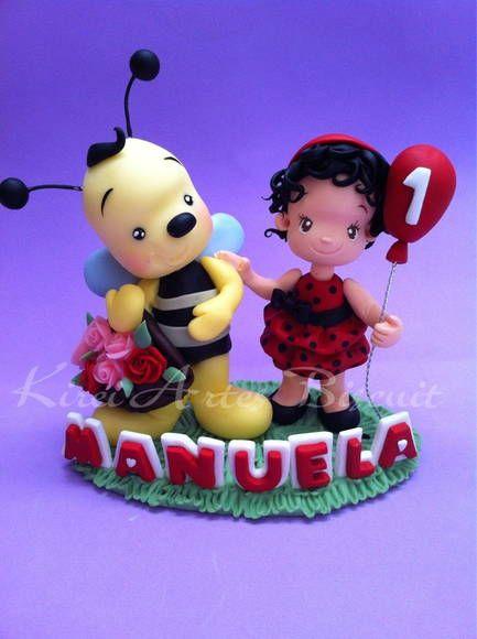 Topo de bolo usado em temas como : jardim, abelhas, borboletas etc..  a criança pode ser personalizada com a características da criança e a roupa também.   mais informações: kireiartes@hotmail.com R$ 90,00