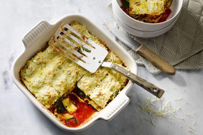 Deze originele lasagne maak je in plaats van met lasagnevellen met ravioli en lekkere groentjes. Heerlijk verrassend, makkelijk en snel klaar!
