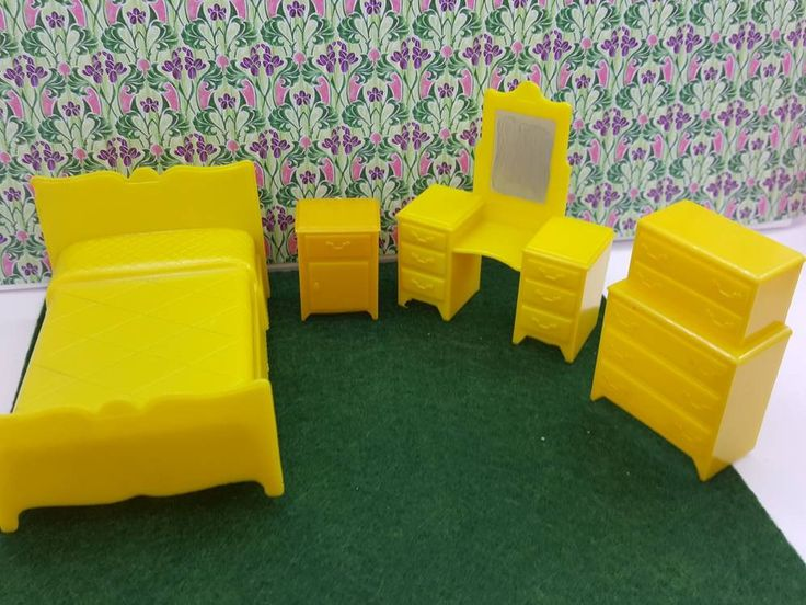 Marx Bedroom Bed Vanity highboy dresser Traditional Dollhouse Toy Furniture Yellow Hard Plastic