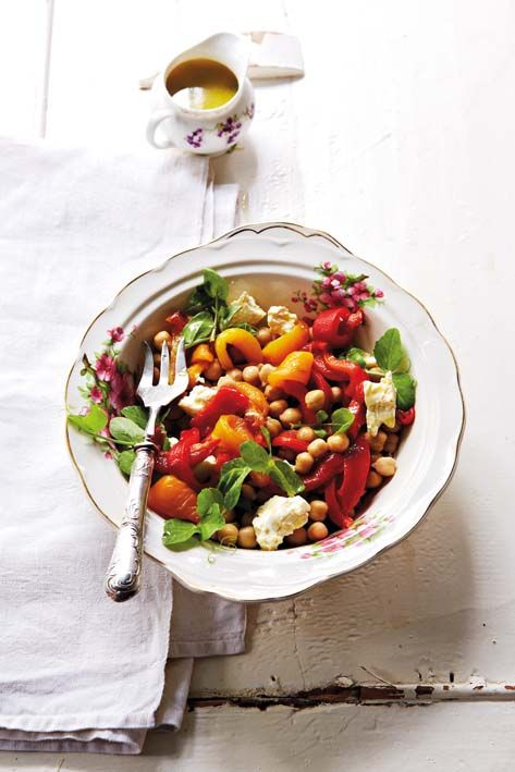 Sweet pepper and chickpea salad with roasted garlic dressing