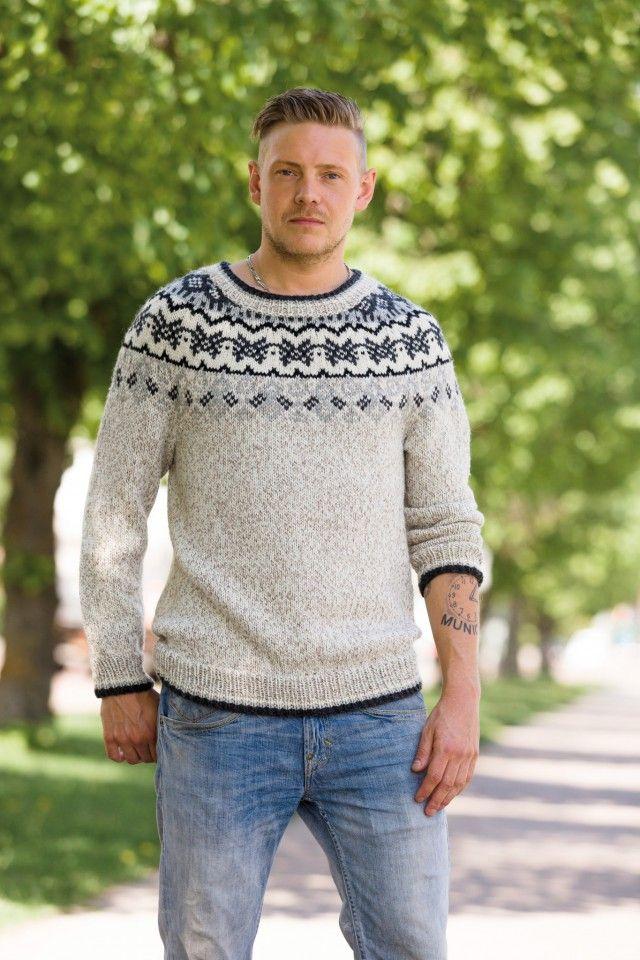 Denne kule genseren har bol i melert garn og en vakker mønsterbord som følger det runde bærestykket. Best av alt så finnes oppskriften i størrelser til både damer og menn, og den er gratis.