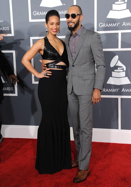 Alicia Keys, de Azzedine Alaïa, posó junto a Swizz Beatz. De los hombres con más estilo de la alfombra roja. Me encanta cómo le quedó el traje y lo bien que escogió la camisa de cuadros sin corbata alguna. El posible toque informal de esta queda contrastado con los zapatos. Buena pareja.