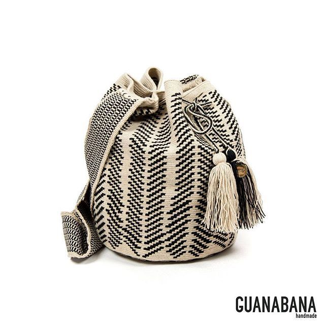 Black and white version of our NEW YORK BAG !!!! Soon available online at www.guanabana.es  #guanabanahandmade #wayuubag #blackandwhite #bucketbag #crossbodybag #musthave #guanabana #stylist #pickoftheday #fashion