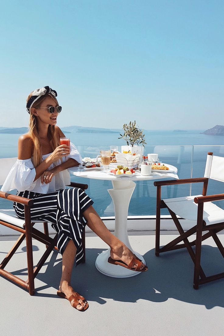 Breakfast time on Mykonos | Greece http://www.ohhcouture.com/2017/07/monday-update-53/ #leoniehanne #ohhcouture