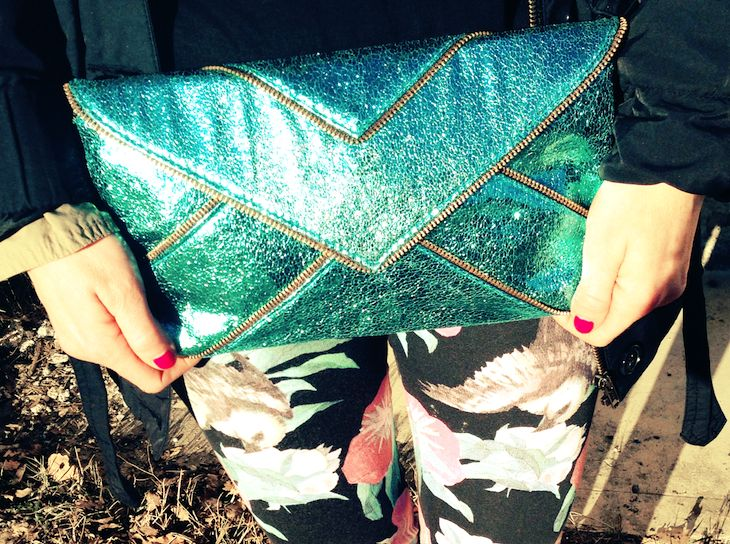 #colorful #metal #floral #print #fashion #stones #tropical #graphic #leggings #necklace #collana #clutch #colors #girl #outfit  #fashionblog #fashionblogger  idea outfit colori tropicali tshirt divertente bambi, anajet italia, fsa bijoux, alfa omega brand, amanda marzolini fashion blogger the fash...