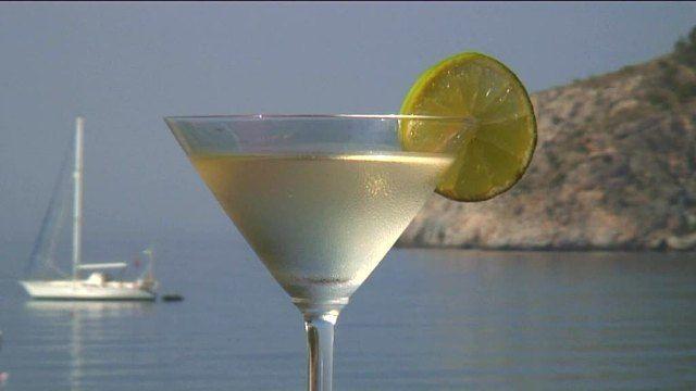 Τι θα λέγατε να φτιάξουμε ένα από τα πιο παραδοσιακά Cocktails? Διαβάστε τη συνταγή και πάμε μαζί να φτιάξουμε Daquiri Lemon, (Ντακιουρι Λεμόνι).
