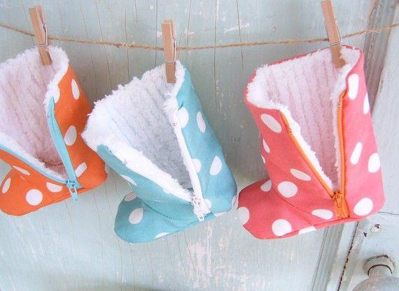Zipper baby boot pattern - so cute!  @Julie Forrest Forrest Kimbro