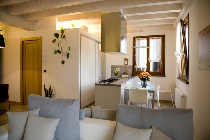 La zona giorno di una abitazione di Borgo Castelliere