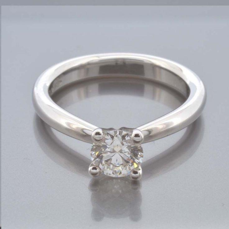 Anello solitario con diamante naturale ct 0.73 G  IF certificato IGI inciso.