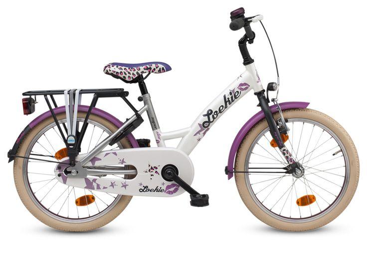 Is jouw dochter een echte super ster en staat ze graag in de spotlight? De nieuwe Loekie Superstar 18 inch zal haar extra laten stralen. Deze fiets, geschikt voor meisjes van 4 tot 8 jaar, is parelmoer van kleur en met zacht paarse accenten. Ook kleine panterprintdetails zijn verwerkt in de fiets, het zadel en de handvatten. Kortom, deze fiets laat jouw meisje over de rode loper vliegen!
