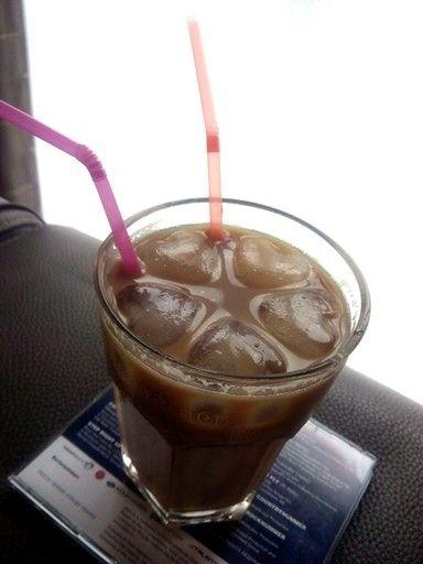 Zelfgemaakte ijskoffie, met leuke ijsblokjes! Love it!
