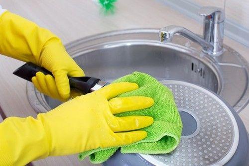 Как очистить сковородки от толстого слоя нагара в домашних условиях
