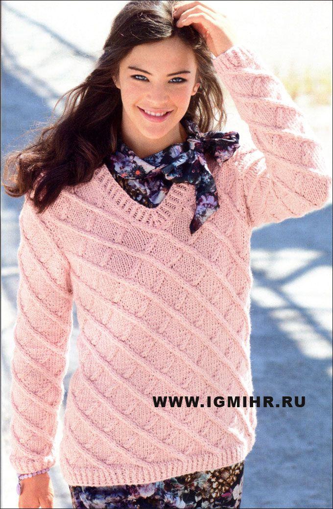 Эффектный пуловер нежно-розового цвета, с ромбами из кос. Спицы