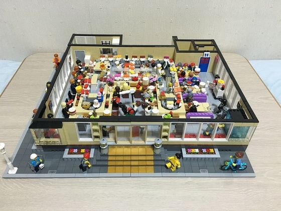 レゴで動く回転寿司屋を作りました。#lego #sushi