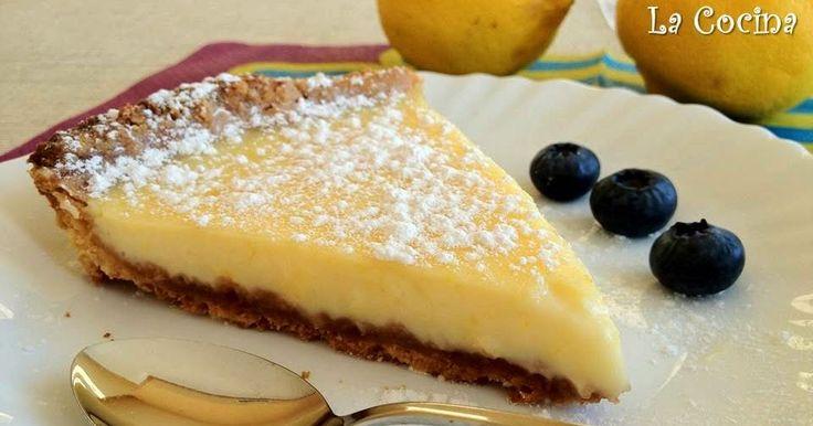 Twittear Esta tarta tiene una base con una textura arenosa y crujiente y con sabor a mantequilla, que combina ...