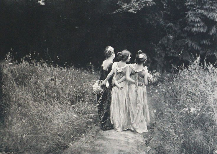 Au Jardin Fleuri | 1899. Photographed by Constant Puyo in France
