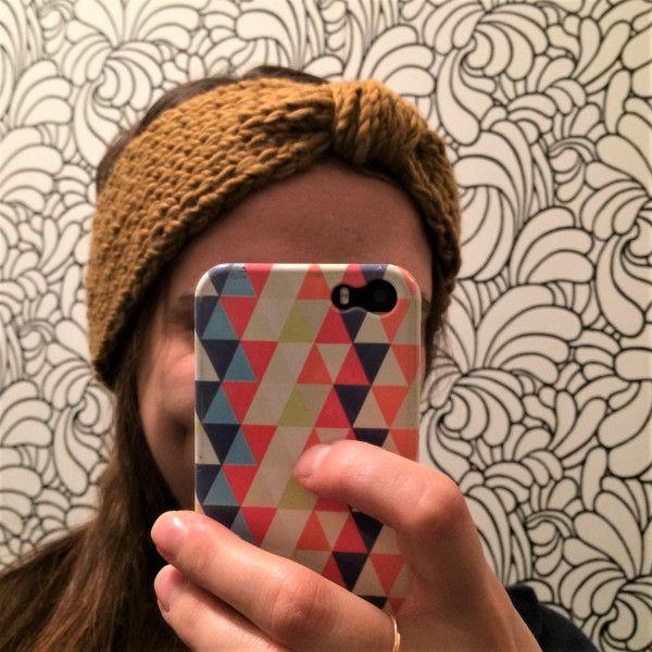 Bonjour à tous, Je vous ai préparé un petit tuto hivernal, qui peut convenir aux grands débutants comme aux expérimentés qui manquent de temps : un headband facile au tricot en une heure maximum, d…