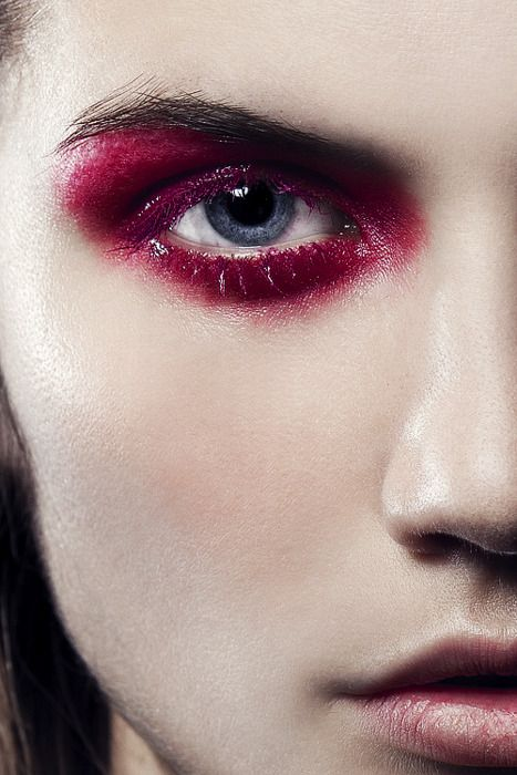 Red eyeshadow, pale face - Make-up - full face makeup