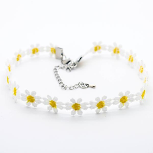 Daisy flower choker necklace