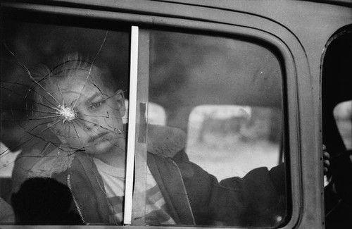 Découvrez Elliot Erwitt, un photographe immortel ! #photo #photographie #photography #baiser #kiss #amour #love