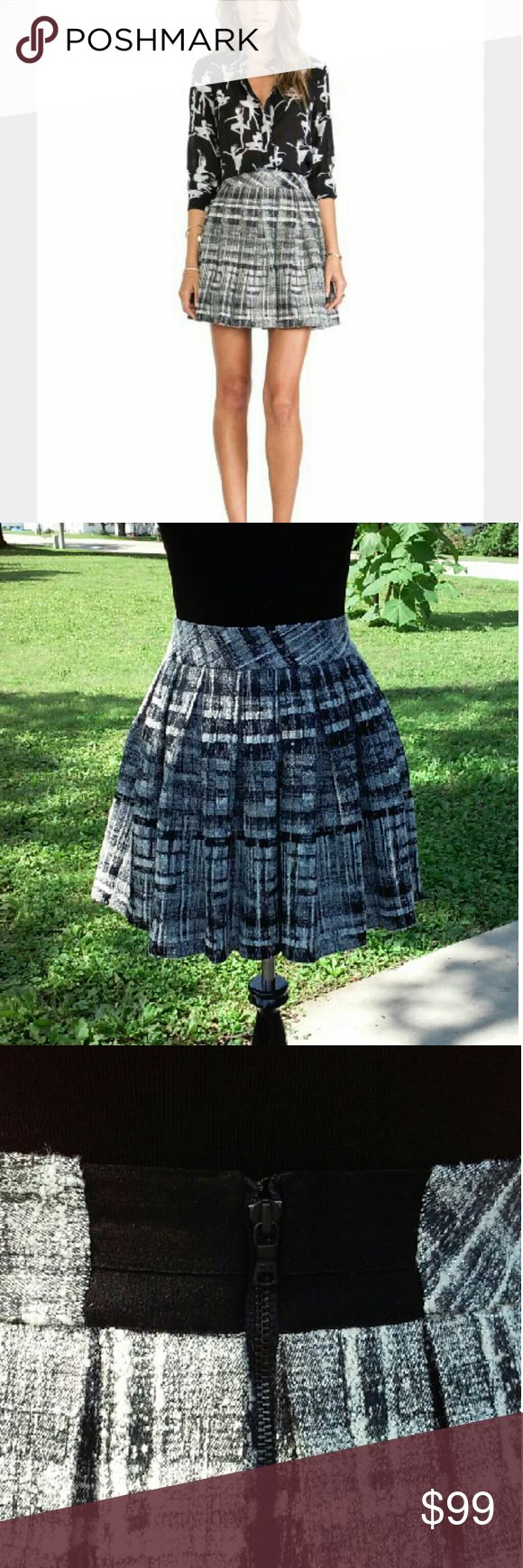 One Day⚡Alice + Olivia kayla box pleat skirt NWT Alice + Oliva kayla box pleat skirt. This is a black and white wool blend, nubby tweed skirt with a back zip. Alice + Olivia Skirts